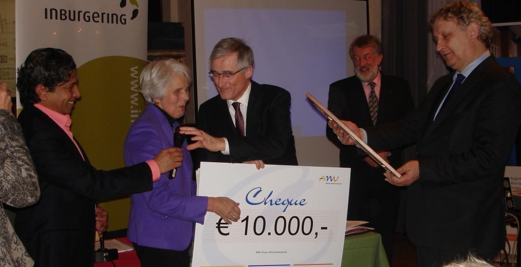 Ministers Bourgeois en Van der Laan reiken Visser-Neerlandiaprijs uit aan Gilde Samenspraak